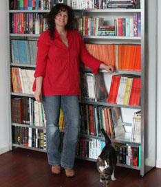 Collectorz.com PR manager Sytske Hermans showing her collection of 483 books and 847 comic books (and cat Bowser)
